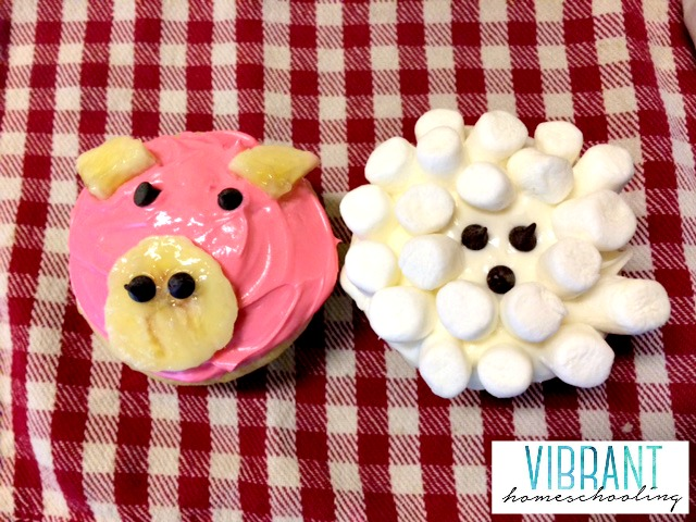 Pig and sheep cupcakes
