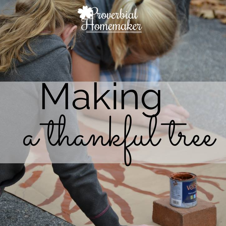Family Thankfulness Tree - a wonderful and simple Thanksgiving tradition!