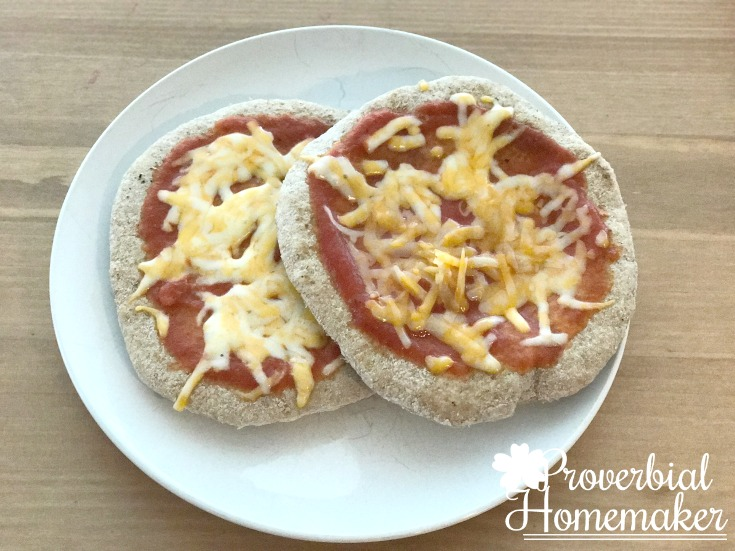Flatbread pizza - just cheese for kids! Love this easy flatbread recipe.